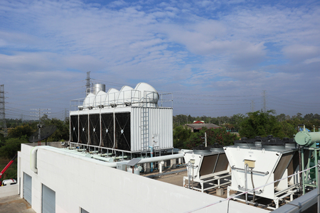 Cooling Tower on the Roof Deck 에디토리얼