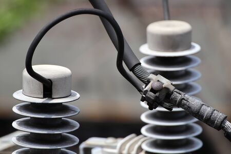 Parallel Groove Clamp connecting between Power Line and Surge Arrester