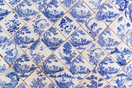 muralla china: Blue ancient Chinese style floor tiles with animals pattern.