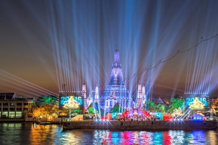 bangkok landmark: Beautiful backdrop of famous Bangkok landmark, Wat Arun on the river bank of Chao Phraya river during the Thailand Countdown 2016 night.