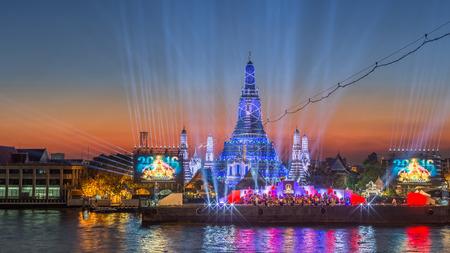 wat arun: Beautiful backdrop of famous Bangkok landmark, Wat Arun on the river bank of Chao Phraya river during the Thailand Countdown 2016 night.