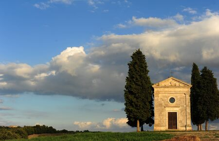 Chapel of the Madonna of Vitaleta with the light of sunset 版權商用圖片