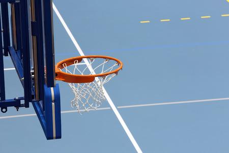 salle de sport: Salle de sport de basket-ball Banque d'images