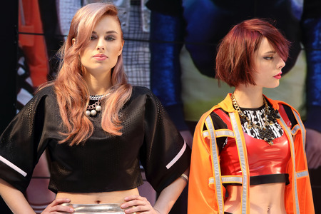 coiffeur: POZNAN - APRIL 18: Model concept hairstyling show at The Look Beauty Vision Poznan 2015 on April 18, 2015 in Poznan, Poland.