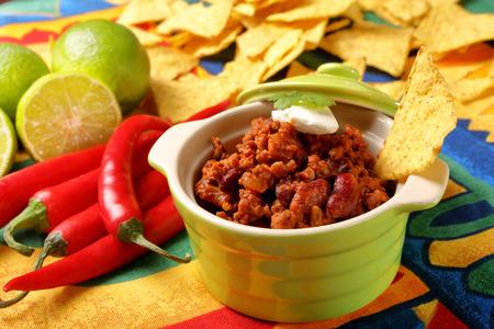 con: Chili con carne and nachos