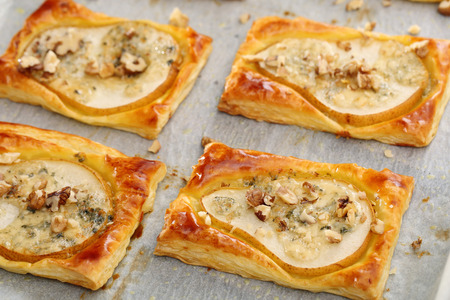 gorgonzola: Pears baked in puff pastry with gorgonzola cheese and walnuts