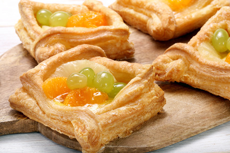 Cream puff pastry with fruit