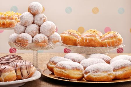さまざまな種類の脂肪 (木曜日) ドーナツ ケーキ 写真素材