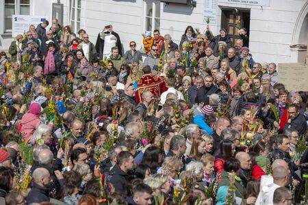 Poland, Czestochowa - 14 April 2019: Jasna Gora Monastery Palm Sunday: the blessing of Easter palms on Palm Sunday by the Fathers from The Order of Saint Paul the First Hermit 新聞圖片