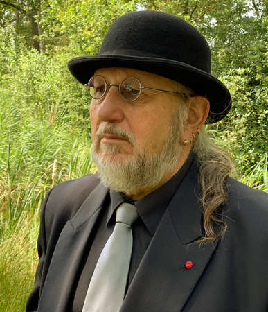 Man with black bowler and gray tie. Sad senior going to a funeral. Standard-Bild