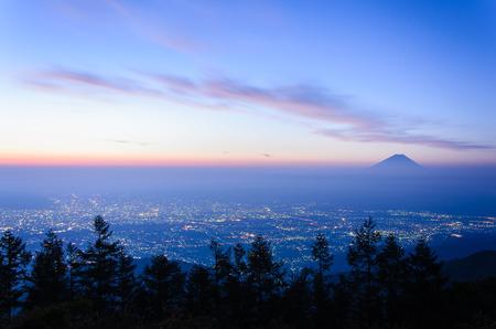 富士山と韮崎市の朝の景色