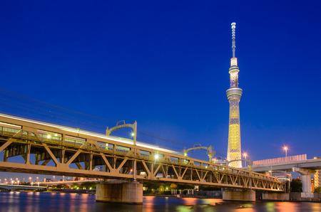 後ろに東京スカイツリーの鉄道橋 写真素材
