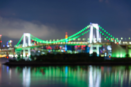 多重の東京湾のビューと夜のレインボー ブリッジ