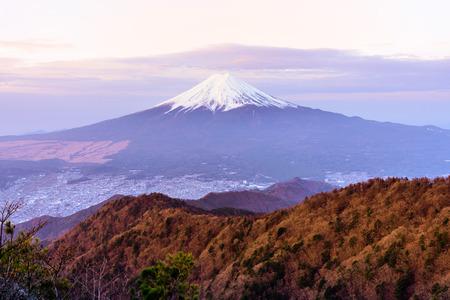 朝は富士山の空撮