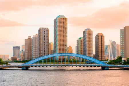 東京高層マンションと夕方には隅田川の眺め 写真素材