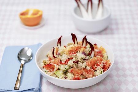 mit: Quinoa Salat mit Blutorangen, Radiccio, Gurke und Oliven Stock Photo