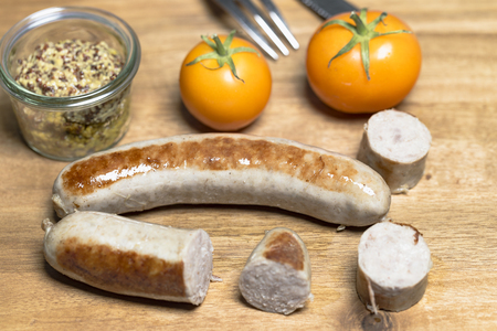 picknick: Country sausage with yellow tomato and coarse mustard