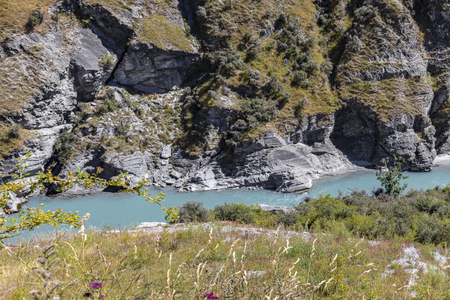 New Zealand South Island - Canyon with the Shotover River on Skippers Canyon Road north of Queenstown in the Otago region Standard-Bild - 127443759