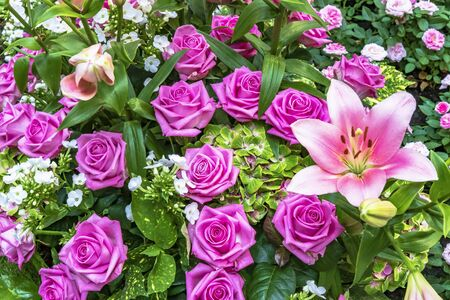 Bouquet with dark pink roses and pink lilies Standard-Bild - 127443910