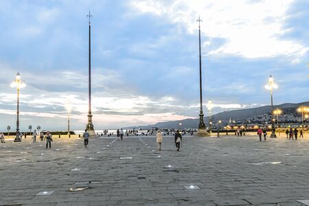 Evening in the Piazza dell'Unita d'Italia at Trieste with the Leonardo Manzi monument Standard-Bild - 127444209