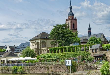 Rhine promenade at 511 pier in Eltville am Rhein Standard-Bild - 127467354