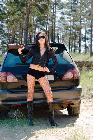 pantimedias: sexy girl asi�tica con pistola en coche Foto de archivo