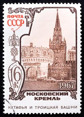 gravure: USSR - CIRCA 1967: Un francobollo raffigura la Kutafia e la Troick torri del Cremlino, Mosca circa 1967 Archivio Fotografico