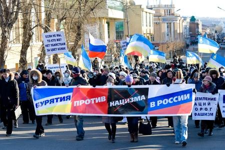 intolerancia: Ul�n-Ud�, Rusia-1 de noviembre: Gente de la ciudad (30% de ellos pertenecen a los asi�ticos) protestar contra una serie de asesinatos en Mosc� debido a la intolerancia racial, el 1 de noviembre de 2009, Ulan-Ude, Buriatia, Rusia. Editorial