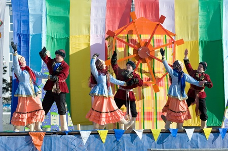 ULAN-UDE, RUSSIA - FEBRUARY 14: Dancers in Russian folk costumes perform a cheerful dance on the last day of the Pancake festival, February, 14, 2010, Ulan-Ude, Russia. Stock Photo - 8749144