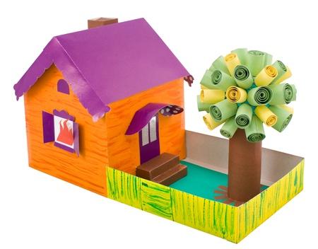 artesan�a de cart�n - una casa con un �rbol Foto de archivo - 9163069