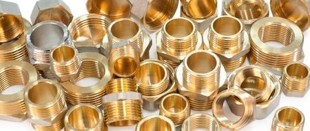 많은 금속 피팅 - 파이프 노조, 부싱, bullnoses 및 견과류