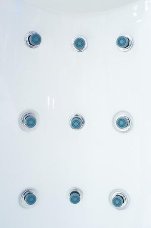 utiles de aseo personal: rociadores de hidromasaje en un panel de pl�stico de ducha