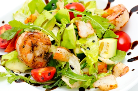 salad - avocado, shrimps, roquette, lettuce and tomatoes Stock Photo - 11473543