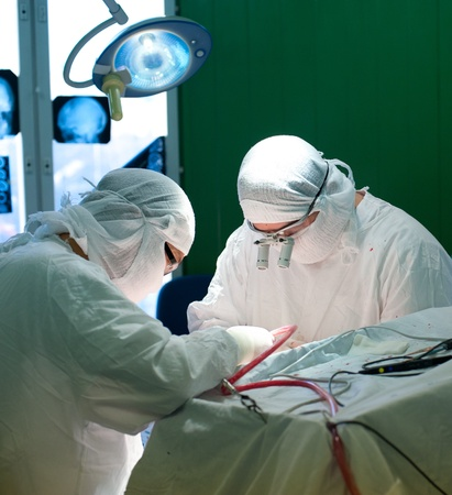 operation light: a real brain surgery, two surgeons at work