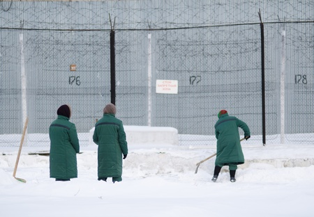 entanglement: snow removal at a female prison, three women work Stock Photo