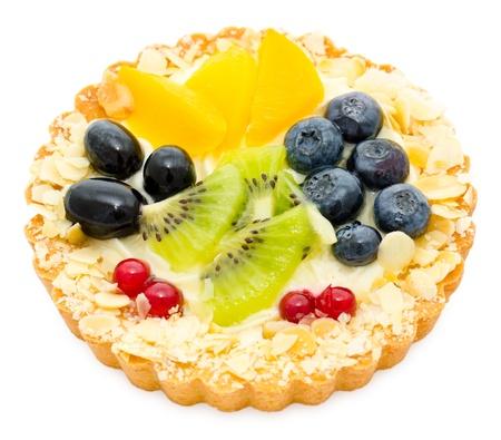 shortcake: a cream tart served with peach, kiwi and berries