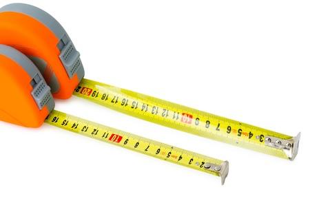 cintas metricas: dos cintas de medición en los casos de naranjos, de más de blanco Foto de archivo