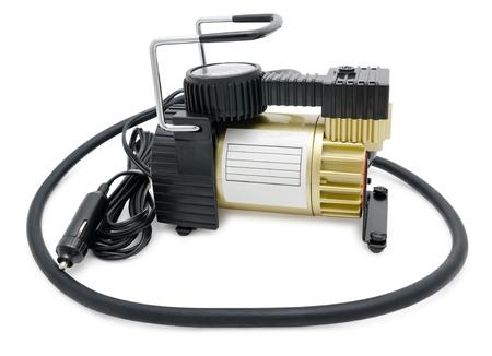 compresor: un compresor de aire para inflar los neumáticos de coche