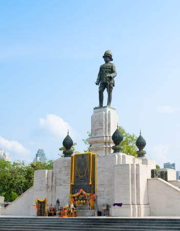 BANGKOK, THAILAND - FEB 17  The statue of King of Siam Vajiravudh, or Rama VI, at Lumpini Park, Feb 17, 2013, Bangkok, Thailand  He is known for his efforts to create and promote Siamese nationalism  Stock Photo - 19212913