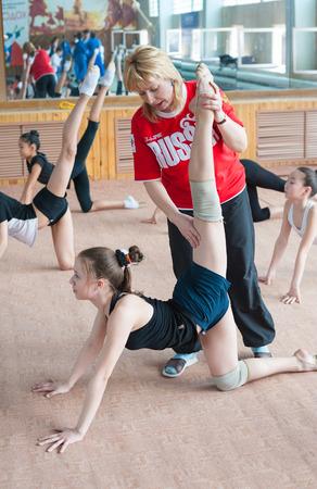 ulan ude: ULAN-UDE, RUSSIA - APRIL 28, 2011: Trainer Svetlana Bogatykh coaches girls in Gratsia rhythmic gymnastics studio, City Palace of Childrens Arts, the biggest centre offering childrens hobby circles. Editorial