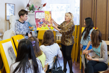 ulan ude: ULAN-UDE, RUSSIA - MAY 10, 2011: Tatiana Shapovalova, the leader of the drawing school Look, teaches children in the City Palace of Childrens and Junior Arts, offering hobby circles for kids.