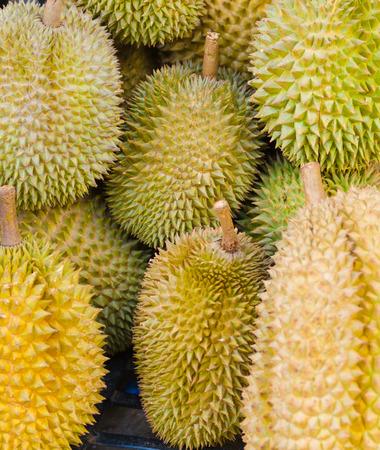 uncut: diversi durians uncut frutta tropicale in Vietnam