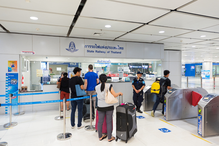 thailander: BANGKOK - MARCH 15, 2016: Unidentified tourists buy tickets at the Suvarnabhumi airport. The Airport Rail Link is an express rail from the airport to Phaya Thai station in central Bangkok.