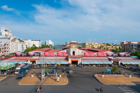 can tho: CAN THO, VIETNAM - MAY 17, 2016: The facade of the Central City Market. Can Tho is a city directly under the Central authorities, located in the centre of the Mekong Delta.
