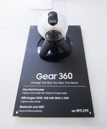 samsung: KUALA LUMPUR - SEPT. 13, 2016: Samsung Gear 360 for sale in the Suria KLCC mall. It is a 360 degree camera produced by Samsung Electronics in the Samsung Gear family of devices. Editorial