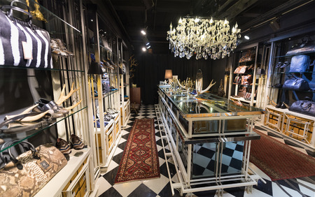 tienda zapatos: BANGKOK - MARCH 17, 2016: A view at a store of leather shoes and accessories in the Siam Center. It was built in 1973 and was one of Bangkoks first shopping malls.