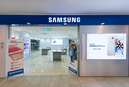 yat: KUALA LUMPUR - MARCH 13, 2017: A Samsung store in Plaza Low Yat. Samsung Electronics Co., Ltd. is the worlds second largest information technology company by revenue, after Apple. Editorial