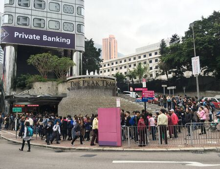 HONG KONG - MARCH 17, 2017: A lot of tourists queue up to get on the Peak Tram. It is a funicular railway in Hong Kong, which carries both tourists and residents to upper levels of Hong Kong Island. Éditoriale
