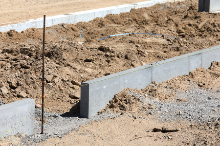 superstructure: Construction of the pavement with kerbstone