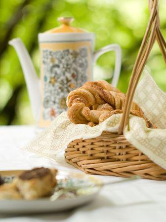 batch: Caf� de olla y cesta con lote  Foto de archivo